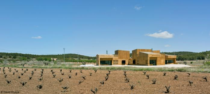 Casa per a tres germanes, by Jaume Blancafort and Patricia Reus