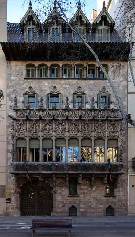 Palau Baró de Quadras façade gothique